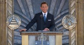 David Miscavige, a Religious Technology Center Vezetőtestületének Elnöke, a Szcientológia vallás vezetője 2010. április 24-én avatta fel az új Los Angeles-i Szcientológia Egyházat polgári vezetők és kormánytisztviselők, illetve 6000 szcientológus és vendégeik társaságában.