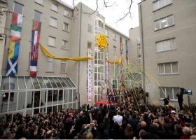 2010. január 23-án Európa minden tájáról érkező vendégek csatlakoztak a közel 1000 szcientológushoz és támogatóhoz, hogy megünnepeljék az Európai Szcientológia Egyházak brüsszeli szervezetének felavatását.