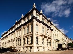 Ez a 20. század elején épült történelmi nevezetesség Brüsszelben, a Boulevard de Waterloo 100-103. alatt áll, és a helyi közösség és egész Európa szellemi szükségleteit fogja szolgálni.